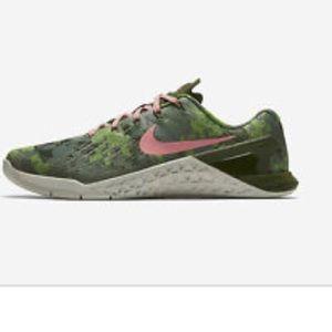 Nike Women's Metcon 3 AMP Sneaker